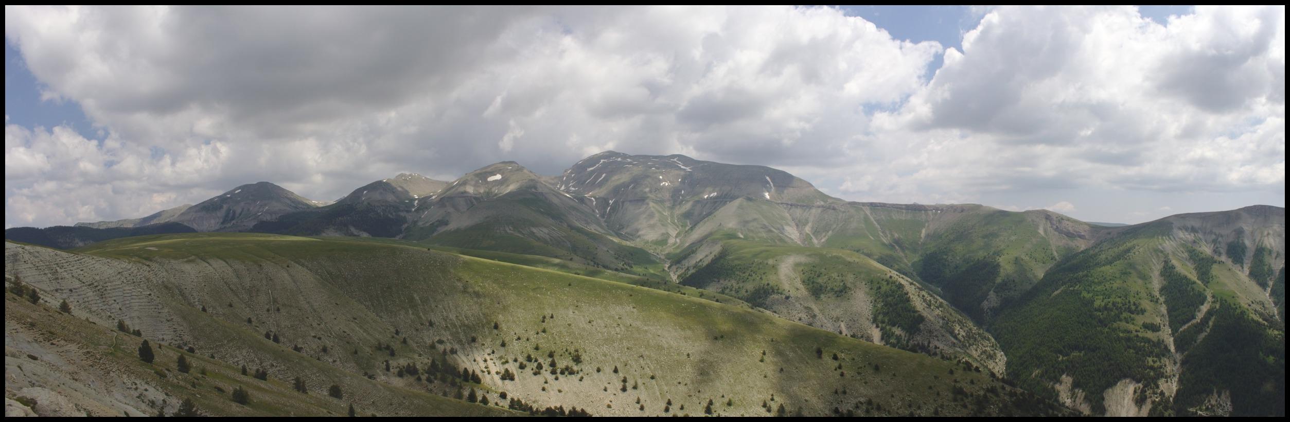 La vue sur le Grand Coyer depuis avant Cabane Vieille (d'ailleurs on la voit au milieu)