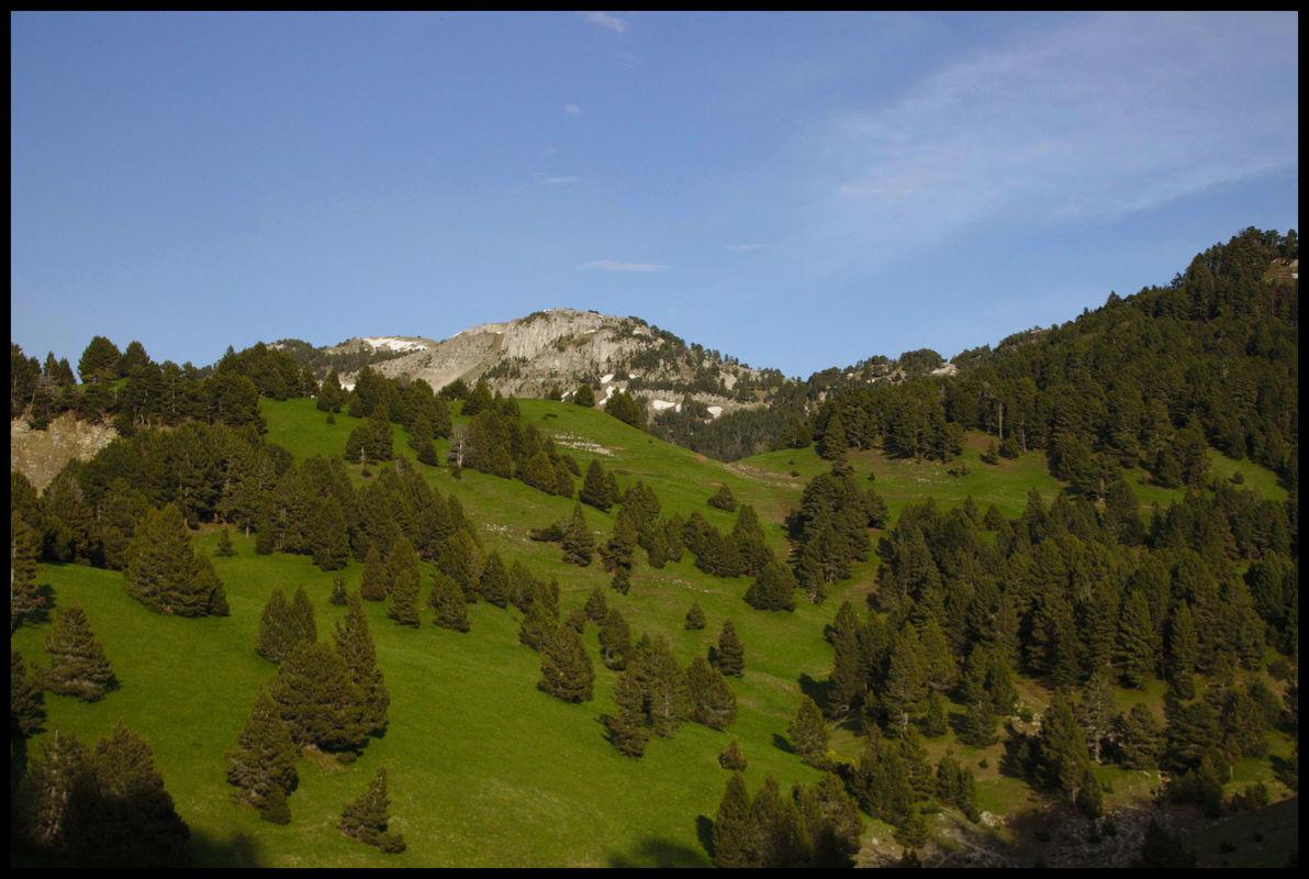 Les couleurs du couchant sur les montagnes autour de Chaumailloux